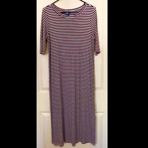 Body hugging 1/2 sleeve stripped dress
